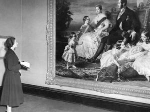 Queen Elizabeth II viewing a portrait of Queen Victoria by Associated Newspapers