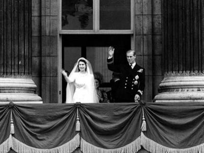 Queen Elizabeth Ii Wedding, the Couple Wave from the Balcony