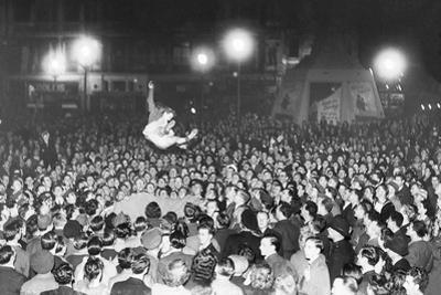 Vj Celebrations in Piccadilly by Associated Newspapers