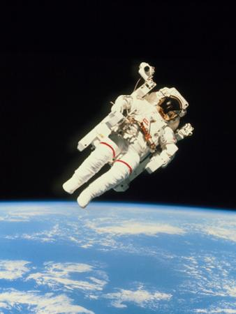 Astronaut Bruce McCandless Walking In Space