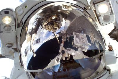 https://imgc.allpostersimages.com/img/posters/astronaut-in-space-self-portrait_u-L-POJ4P20.jpg?artPerspective=n