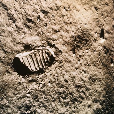 https://imgc.allpostersimages.com/img/posters/astronaut-s-footprint-on-the-moon_u-L-PZMR3Q0.jpg?artPerspective=n