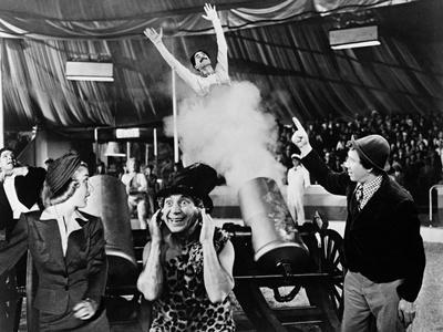 https://imgc.allpostersimages.com/img/posters/at-the-circus-1939_u-L-Q10TTSB0.jpg?artPerspective=n