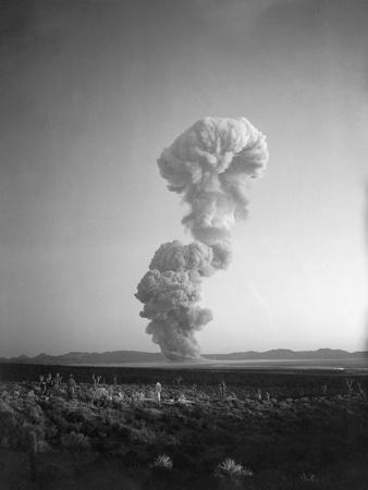 https://imgc.allpostersimages.com/img/posters/atomic-mushroom-cloud_u-L-PZODTC0.jpg?artPerspective=n