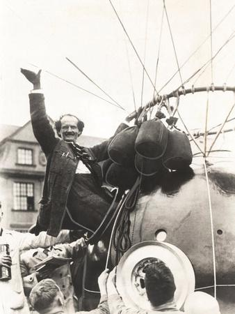 https://imgc.allpostersimages.com/img/posters/auguste-piccard-waves-as-he-climbed-into-the-spherical-aluminum-capsule_u-L-Q10WN1N0.jpg?artPerspective=n