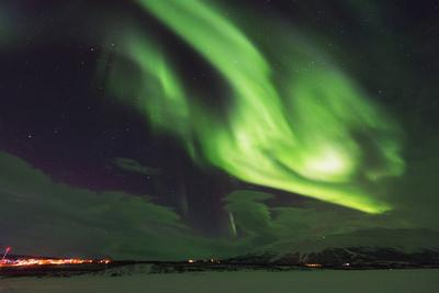 https://imgc.allpostersimages.com/img/posters/aurora-borealis-northern-lights-abisko-lapland-arctic-circle-sweden-scandinavia-europe_u-L-PWFM200.jpg?p=0