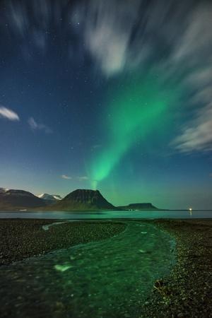 https://imgc.allpostersimages.com/img/posters/aurora-borealis-or-northern-lights-iceland_u-L-PZSAHX0.jpg?artPerspective=n