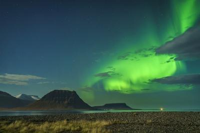 https://imgc.allpostersimages.com/img/posters/aurora-borealis-or-northern-lights-iceland_u-L-PZSAK20.jpg?p=0