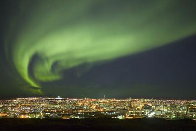 https://imgc.allpostersimages.com/img/posters/aurora-borealis-over-reykjavik_u-L-PZO0PZ0.jpg?p=0