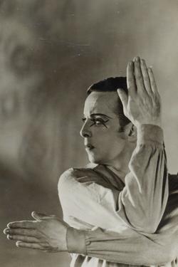 Postcard of Robert Helmann in 'The Wanderer' by Australian Photographer