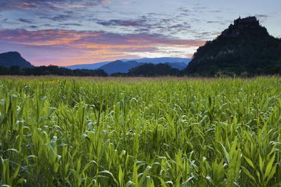 https://imgc.allpostersimages.com/img/posters/austria-carinthia-morning-mood-burg-hochosterwitz-castle-corn-field_u-L-Q11YQAH0.jpg?p=0