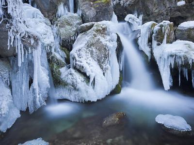 https://imgc.allpostersimages.com/img/posters/austria-lower-austria-mirafshlle-waterfall-winter_u-L-Q11YLG50.jpg?p=0