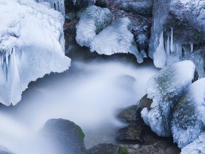 https://imgc.allpostersimages.com/img/posters/austria-lower-austria-mirafshlle-waterfall-winter_u-L-Q11YNJS0.jpg?p=0
