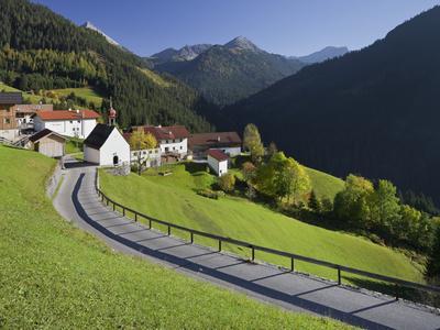 https://imgc.allpostersimages.com/img/posters/austria-tyrol-au-erfern-mountain-range-mitteregg-street-view-of-a-place-church_u-L-Q11YZDR0.jpg?p=0