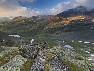 https://imgc.allpostersimages.com/img/posters/austria-tyrol-bieltal-valley-madlenerspitze-mountain_u-L-Q11YR2C0.jpg?p=0