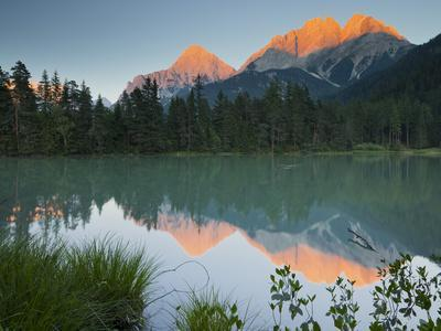 https://imgc.allpostersimages.com/img/posters/austria-tyrol-mieminger-mountains-weissensee-lake-reflexion_u-L-Q11YPNT0.jpg?p=0
