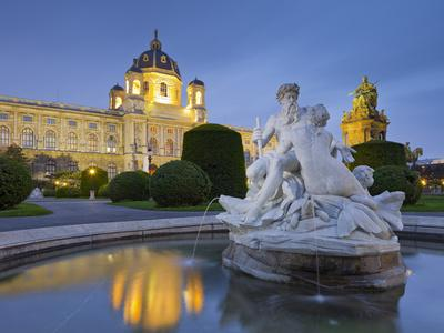 https://imgc.allpostersimages.com/img/posters/austria-vienna-1st-district-museum-of-art-history-well-maria-theresia-monument-evening_u-L-Q11YIU00.jpg?p=0