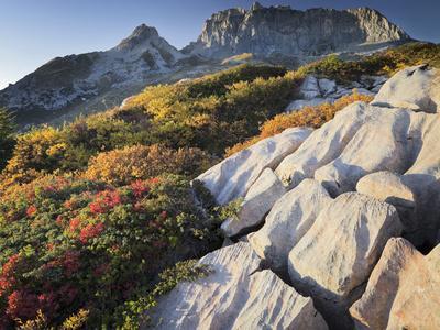 https://imgc.allpostersimages.com/img/posters/austria-vorarlberg-region-lechquellengebirge-mountains-rote-wand-mountain-limestone_u-L-Q11YORN0.jpg?p=0