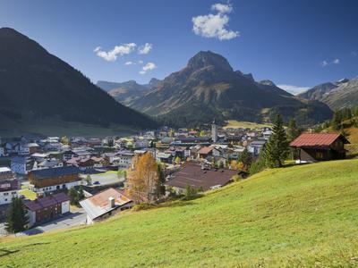 https://imgc.allpostersimages.com/img/posters/austria-vorarlberg-region-lechtal-lech-omeshorn_u-L-Q11YTB40.jpg?artPerspective=n