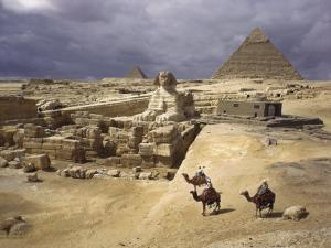 The Pyramids of Giza and the Great Sphinx by B. Anthony Stewart
