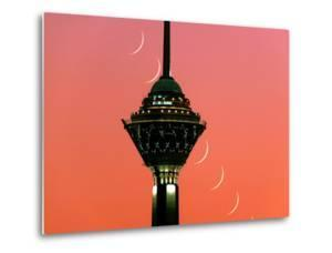 A Multi-Exposure Image Shows the Moon Setting by Babak Tafreshi