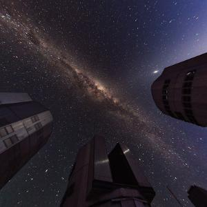 The Milky Way over the Cerro Paranal Observatory by Babak Tafreshi