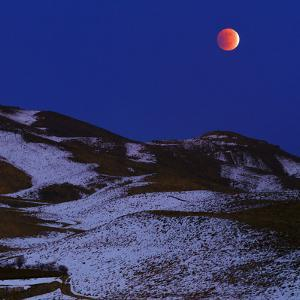 The Total Lunar Eclipse of December 2011 over the Snowy Zagros Mountains by Babak Tafreshi