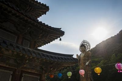 https://imgc.allpostersimages.com/img/posters/backlit-golden-maitreya-statue-beopjusa-temple-complex-south-korea-asia_u-L-PQ8MWB0.jpg?artPerspective=n