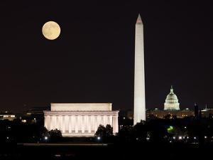 Moon Rising in Washington DC by BackyardProductions