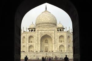 Taj Mahal, UNESCO World Heritage Site, Agra, Uttar Pradesh, India, Asia by Balan Madhavan