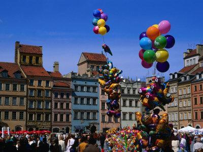 https://imgc.allpostersimages.com/img/posters/balloons-in-the-old-town-square-rynek-starego-miasta-warsaw-poland_u-L-P3SGNL0.jpg?p=0