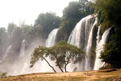 https://imgc.allpostersimages.com/img/posters/ban-gioc-waterfall-in-vietnam_u-L-Q105K2X0.jpg?artPerspective=n