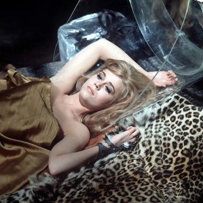 https://imgc.allpostersimages.com/img/posters/barbarella-1967-directed-by-roger-vadim-jane-fonda-photo_u-L-Q1C38LD0.jpg?artPerspective=n