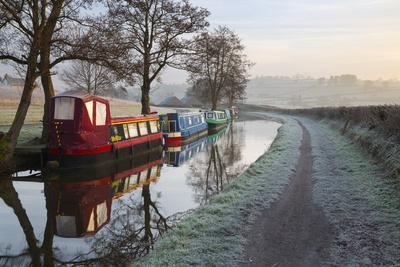 https://imgc.allpostersimages.com/img/posters/barges-on-monmouthshire-and-brecon-canal-in-frost_u-L-PWFGAV0.jpg?p=0