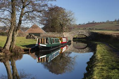 https://imgc.allpostersimages.com/img/posters/barges-on-the-monmouthshire-and-brecon-canal_u-L-PWFICB0.jpg?p=0