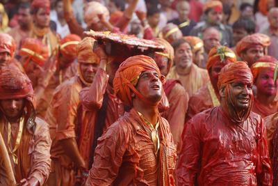 https://imgc.allpostersimages.com/img/posters/barsana-villagers-celebrating-holi-in-nandgaon-india_u-L-Q1GYHMW0.jpg?artPerspective=n