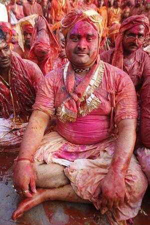 https://imgc.allpostersimages.com/img/posters/barsana-villagers-celebrating-holi-in-nandgaon-uttar-pradesh-india_u-L-Q1GYIS00.jpg?artPerspective=n