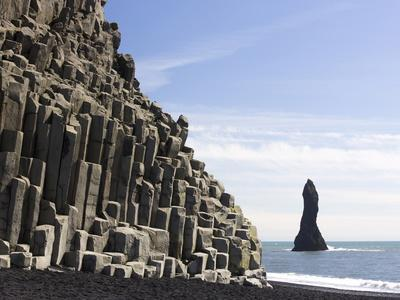 https://imgc.allpostersimages.com/img/posters/basalt-cliffs-and-rock-stack-halsenifs-hellir-beach-near-vik-i-myrdal-south-iceland-iceland_u-L-PFO5C40.jpg?p=0