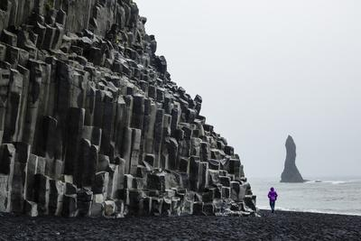 https://imgc.allpostersimages.com/img/posters/basalt-columns-at-the-beach-vik-i-myrdal-iceland-polar-regions_u-L-PWFS8C0.jpg?p=0