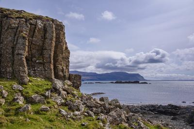 https://imgc.allpostersimages.com/img/posters/basalt-columns-rock-formation-cliffs-on-isle-of-ulva_u-L-PWFASY0.jpg?artPerspective=n