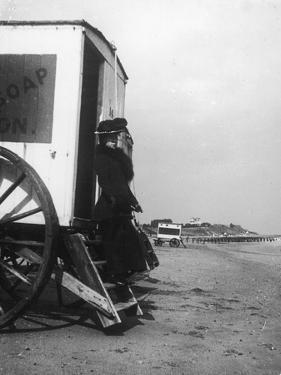 Bathing Machine 1900