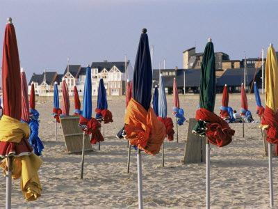 https://imgc.allpostersimages.com/img/posters/beach-and-rolled-up-umbrellas-deauville-basse-normandie-normandy-france_u-L-P1TUNY0.jpg?artPerspective=n