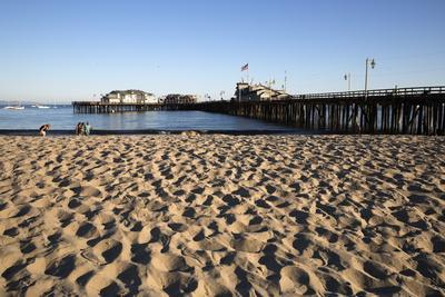 https://imgc.allpostersimages.com/img/posters/beach-and-stearns-wharf_u-L-PQ8UN50.jpg?p=0