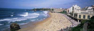 https://imgc.allpostersimages.com/img/posters/beach-at-biarritz-basque-coast-basses-pyrenees-bay-of-biscay-france-europe_u-L-P2R3RY0.jpg?p=0