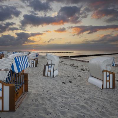 https://imgc.allpostersimages.com/img/posters/beach-chairs-nienhagen-municipality-mecklenburg-western-pomerania-germany_u-L-Q11YRWA0.jpg?p=0