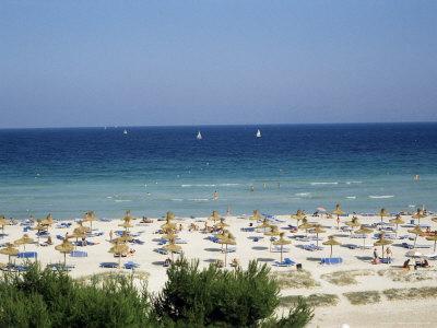 https://imgc.allpostersimages.com/img/posters/beach-in-alcudia-majorca-balearic-islands-spain-mediterranean_u-L-P1JU3N0.jpg?p=0