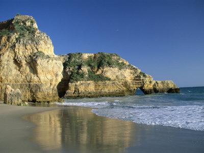 https://imgc.allpostersimages.com/img/posters/beach-praia-da-rocha-algarve-portugal_u-L-P1KDMQ0.jpg?p=0