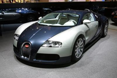 Bugatti 16.4 Veyron Studie by Beate Jeske