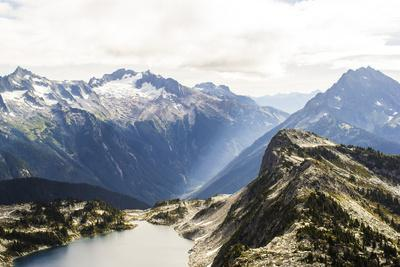 https://imgc.allpostersimages.com/img/posters/beautiful-view-of-an-alpine-lake-in-the-north-cascade-mountains-of-washington_u-L-Q1BBNRF0.jpg?p=0