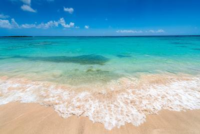 https://imgc.allpostersimages.com/img/posters/beautiul-sandy-beach-with-turqoise-se-water-and-blue-sky_u-L-Q130A8T0.jpg?p=0
